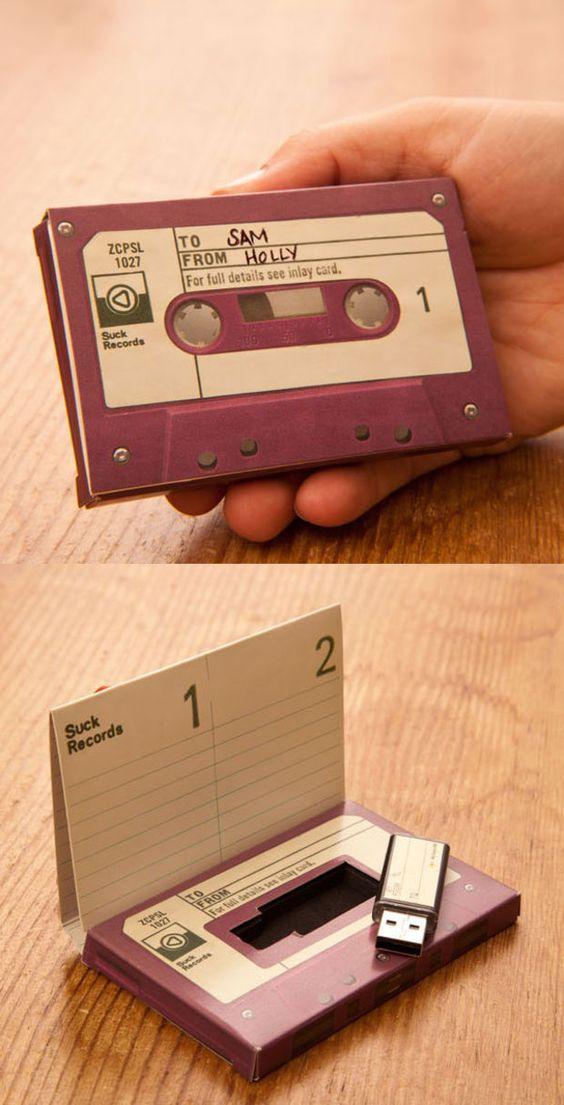 packaging vintage en forme de cassette audio pour clé USB